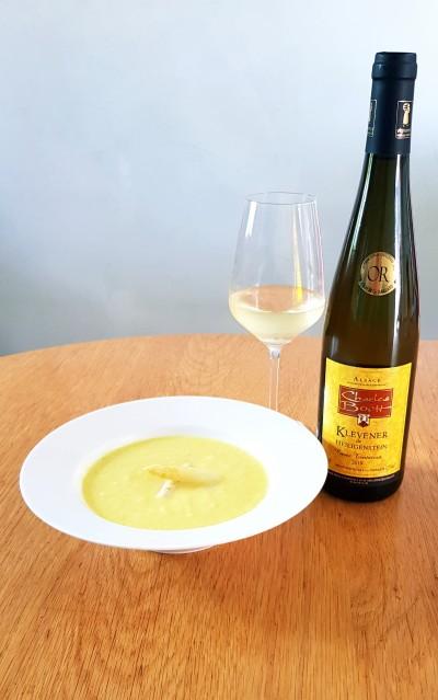 Crème d'asperges blanches au curcuma accompagnée de notre Klevener de Heiligenstein 2019 Cuvée Tentation